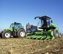 [Deutz-Fahr] trinciamais Gigant 400 e trattore Agrotron 6.30 S con rimorchio prove in campo