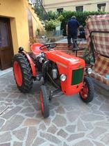 [SAME] trattore DA 12 nel cortile di una casa di Novara
