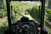 [Deutz-Fahr] trattore Agroplus 90 S tra i filari