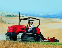 [SAME] trattori serie Krypton al lavoro tra i filari con barra falciante e in campo aperto con fresa