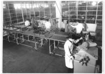 Stabilimento Same - Interno reparto officina, tecnici del controllo al lavoro