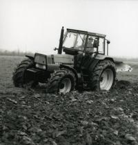 [Deutz-Fahr] trattore Agroprima 6.06 al lavoro con aratro