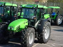 [Deutz-Fahr] trattori Agroplus 75-100 parcheggiati