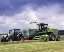[Deutz-Fahr] trattore Agrotron 150 al lavoro con rimorchio e mietitrebbia Gigant 400