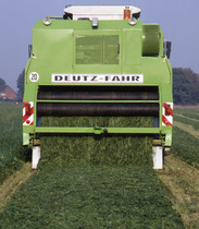 [Deutz-Fahr] Grasliner al lavoro. Vista posteriore