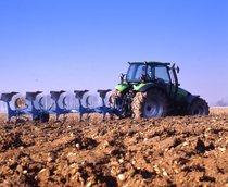 [Deutz-Fahr] trattore Agrotron 150 al lavoro con aratro