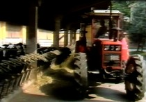 7: Work in the farmyard and in stock breeding - Crawler tractors: salesman's manual