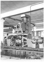 Stabilimento Same - Reparto officina, operaio al trapano multiplo