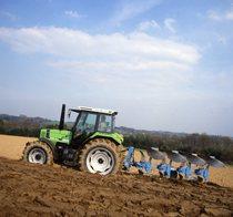 [Deutz-Fahr] trattore Agrostar 4.61 al lavoro con aratro