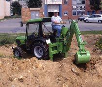 [Deutz-Fahr] trattore Agrokid 25-35-45 al lavoro con pala caricatrice