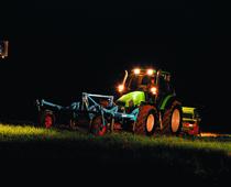 [Deutz-Fahr] trattori serie Agrotron al lavoro con ripuntatore e seminatrice durante il giorno e in notturna