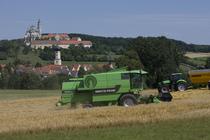 [Deutz-Fahr] mietitrebbia 5695 HTS al lavoro con trattore Agrotron M