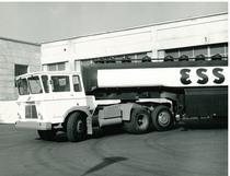 Samecar Elefante TS/A 6X4 con cisterna Esso