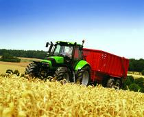 [Deutz-Fahr] trattore Agrotron 165.7 al lavoro con rimorchio