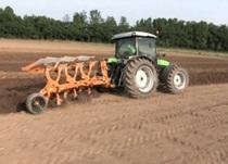 Deutz-Fahr Agrofarm TTV - Pflügen