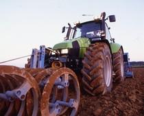 [Deutz-Fahr] trattore Agrotron 120 al lavoro con erpice a dischi e ripuntatore