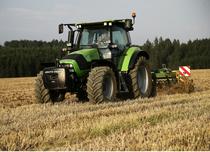 [Deutz-Fahr] trattore Agrotron K 110 al lavoro con erpice e ripuntatore