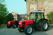 [SAME] trattori frutteto II 90 e 100 e trattore Argon F 70 in paese e al lavoro nei vigneti