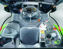 [Deutz-Fahr] trattore Agrotron X 720: particolari interno cabina e cofano