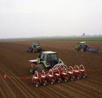 [Deutz-Fahr] DX 6.50/ DX 7.10 / DX 6.30 Einsatz = DX 6.50 / DX 7.10 / DX 6.30 al lavoro durante la preparazione del terreno e la semina