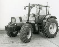 [Deutz-Fahr] trattori Agrostar 6.61 e Agrostar 4.71 in studio fotografico
