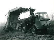 Samecar Agricolo al lavoro con caricaerba