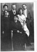 I fidanzati Francesco Cassani e Maria Campana (a destra) con amici
