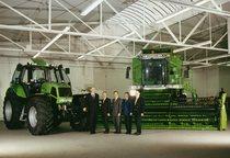 [Deutz-Fahr] trattore Agrotron e mietitrebbia con direttori dello stabilimento di Lauingen