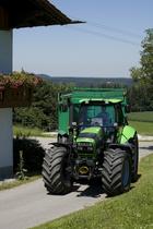 [Deutz-Fahr] trattore Agrotron 150 al lavoro con rimorchio