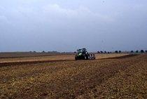 [Deutz-Fahr] Agrotron Pflügen= Agrotron prima serie con aratro