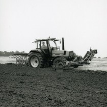 [Deutz-Fahr] trattori DX 4.51, Agrostar 6.31 e Agrostar 6.61 al lavoro con attrezzatura agricola