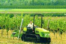[Deutz-Fahr] trattore Agroclimber al lavoro con attrezzatura agricola