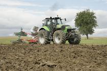 [Deutz-Fahr] trattore Agrotron X 720 al lavoro con aratro ed erpice a dischi