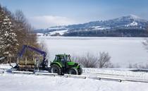 [Deutz-Fahr] trattore serie Agrotron con rimorchio carico di legna