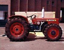 [SAME] trattore Leone 75 a quattro ruote motrici presso lo stabilimento di Treviglio