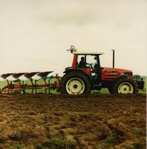 [SAME] trattore Antares 130 al lavoro con aratro ed erpice