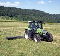 [Deutz-fahr] trattore Agrostar 4.61 al lavoro con falciatrice