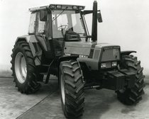 [Deutz-Fahr] trattore Agrostar 6.31 in studio fotografico