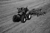 [Deutz-Fahr] trattore Agrotron 180.7 al lavoro con ripuntatore ed erpice