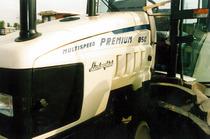 Particolare del cofano del trattore Lamborghini Premium 850