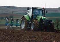 [Deutz-Fahr] trattore Agrotron TTV con aratro reversibile