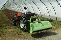 [SAME] trattore Solaris 50 al lavoro in serra