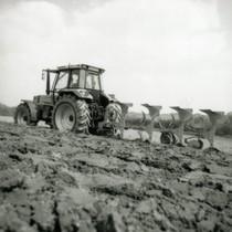 [Deutz-Fahr] trattori Agrostar 4.71 con seminatrice e Agrostar 6.31 al lavoro con aratro