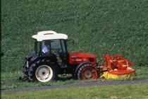 [SAME] trattore Dorado 70 al lavoro con barra falciante