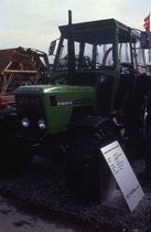 [Deutz-Fahr] trattore D 65 07 C in esposizione durante un evento