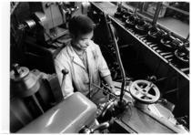 Stabilimento SAME - Operaio al lavoro nel Reparto controllo qualità