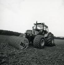 [Deutz-Fahr] trattore DX 4.70 al lavoro con erpice