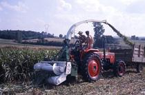 [SAME] trattore Drago al lavoro con trinciaforaggi