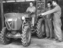 Meccanici dell'agente SAME Gallucci a Spezzano Albanese (Cosenza)