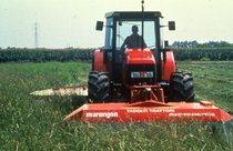 [SAME] trattore Silver 90 al lavoro con aratro e barre falcianti